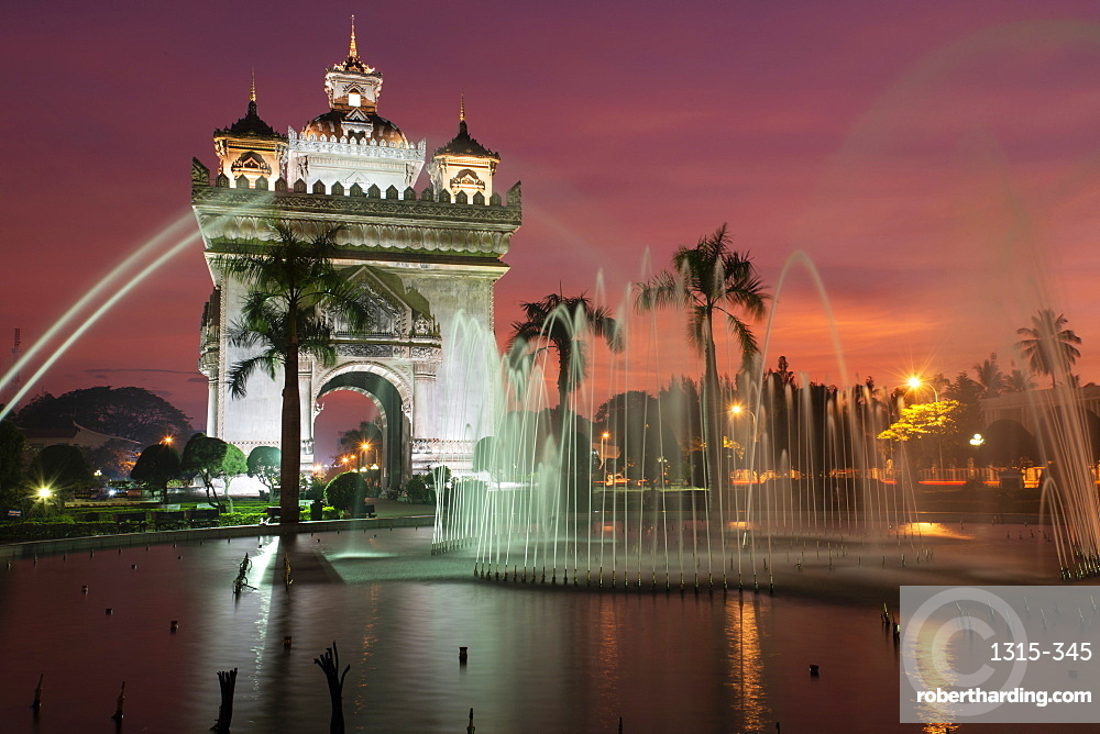 Patuxai (Victory Gate), a war monument, at sunset, Vientiane, Laos, Indochina, Southeast Asia, Asia