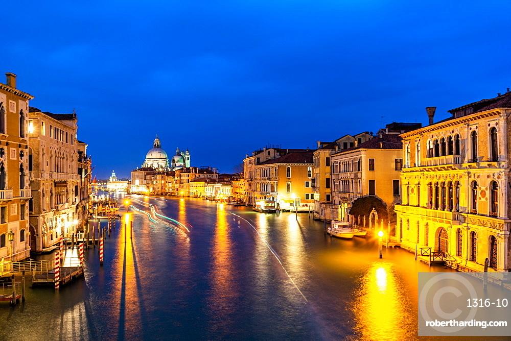 Grand Canal and Basilica Santa Maria della Salute, Venice, UNESCO World Heritage Site, Veneto, Italy, Europe