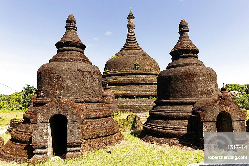 Three stupas of Ratanabon temple with clear blue sky behind, Mrauk U, Rakhine, Myanmar (Burma), Asia