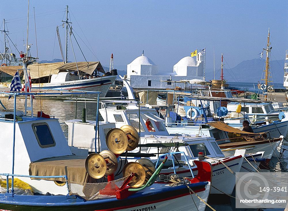 Fishing boats moored in the harbour at Aegina Town, Aegina, Argo Saronic Islands, Greek Islands, Greece, Europe