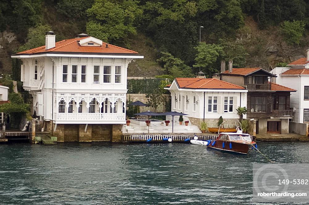 A villa or yali on the Bosphorus, Turkey, Europe, Eurasia