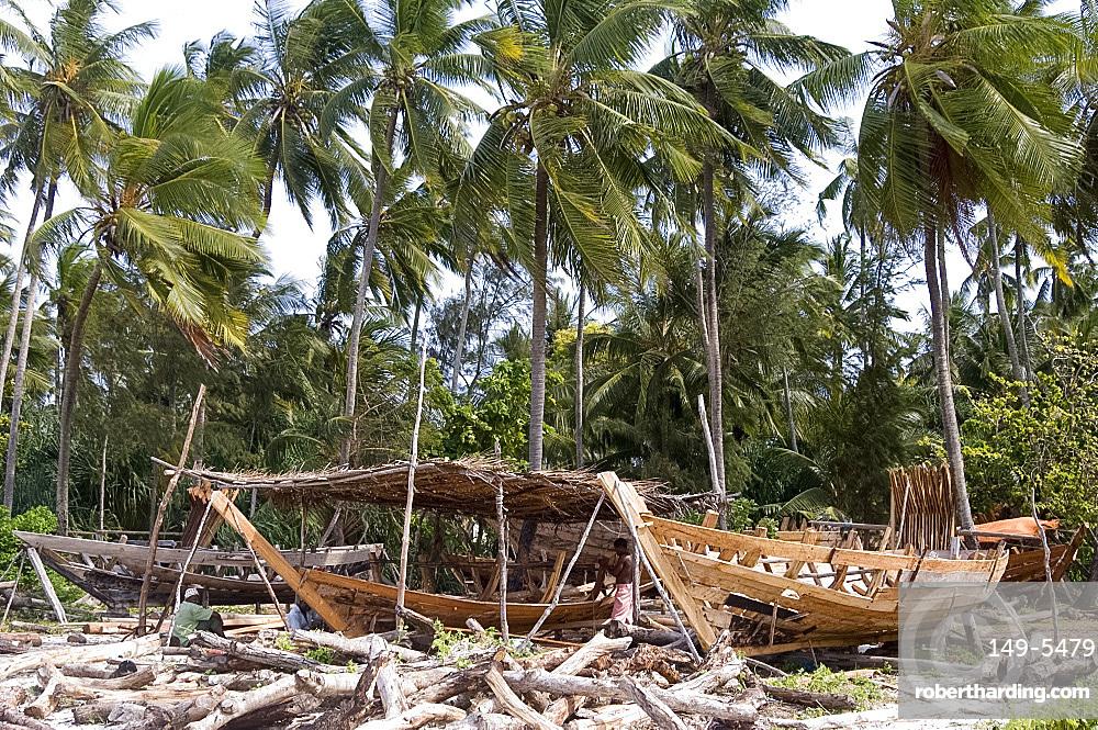 Traditional boat building in Nungwi, Zanzibar, Tanzania, East Africa, Africa