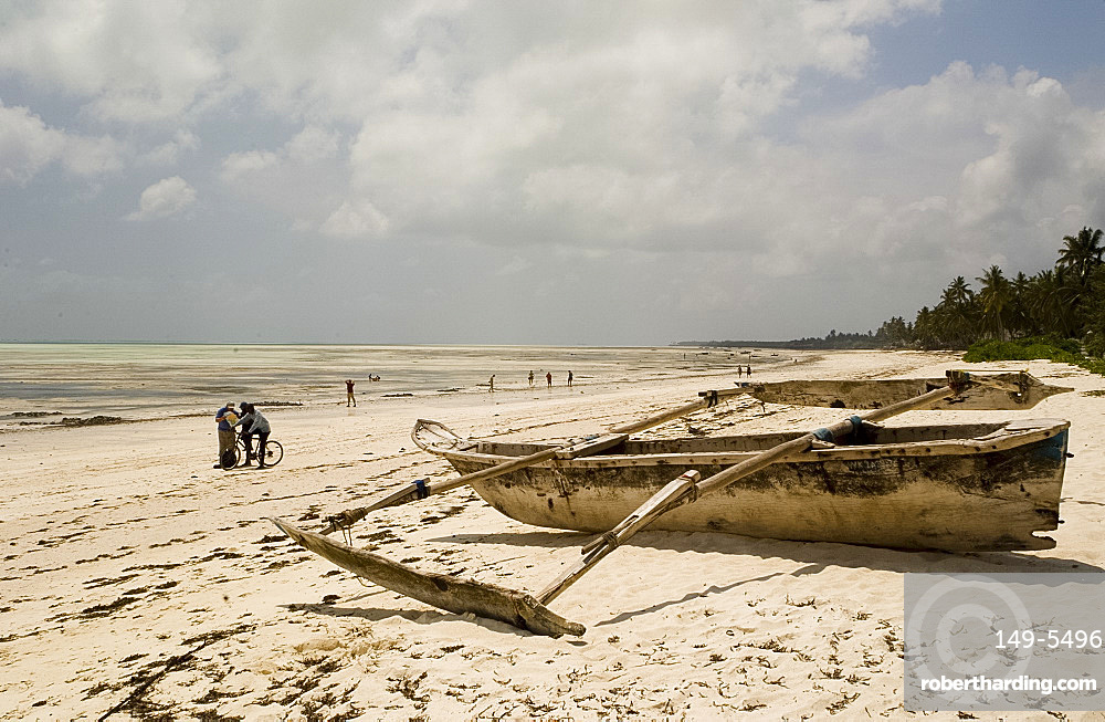 A wooden dhow on the beach at Jambiani, Zanzibar, Tanzania, East Africa, Africa
