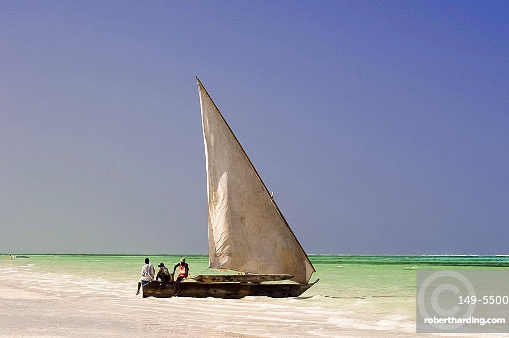 Traditional wooden sailing boat on the beach, Zanzibar, Tanzania, East Africa, Africa