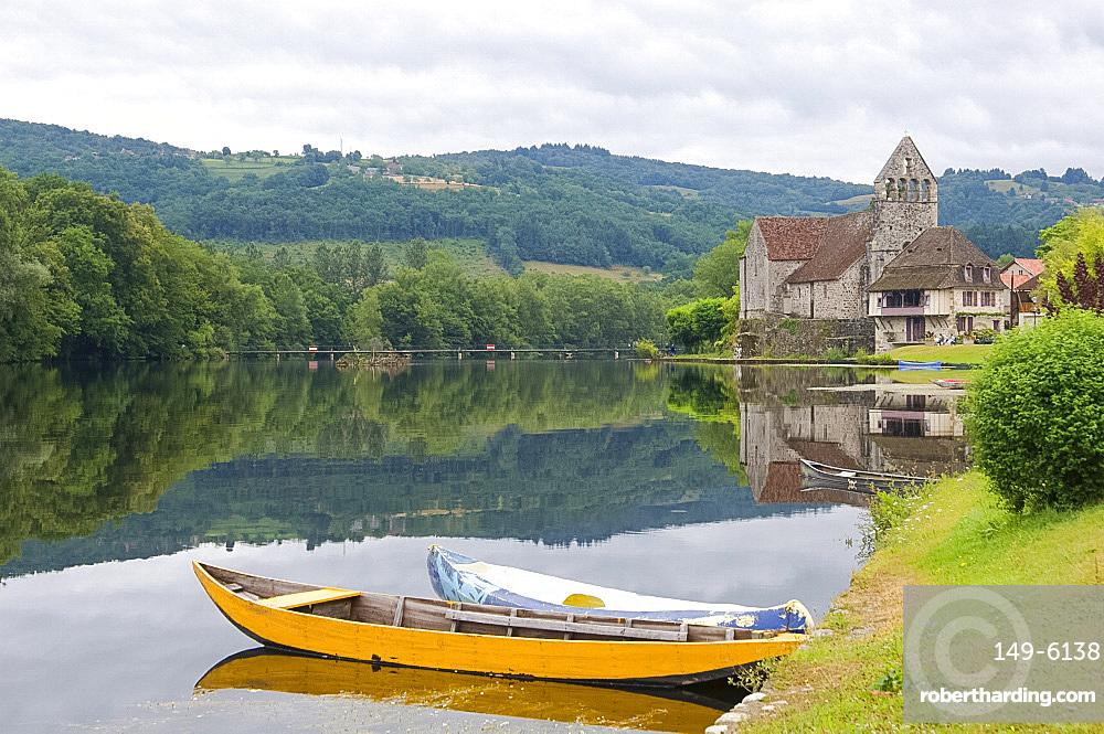 The village of Beaulieu-sur-Dordogne, Dordgone, France, Europe