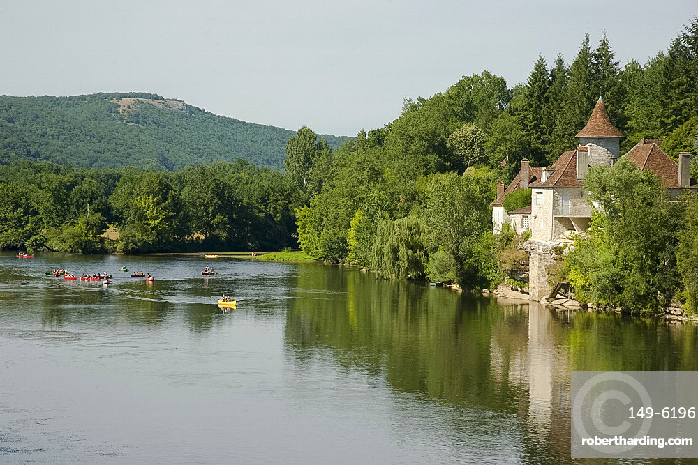 Canoeists on the Dordogne River near St .Sozy, Dordogne, France, Europe