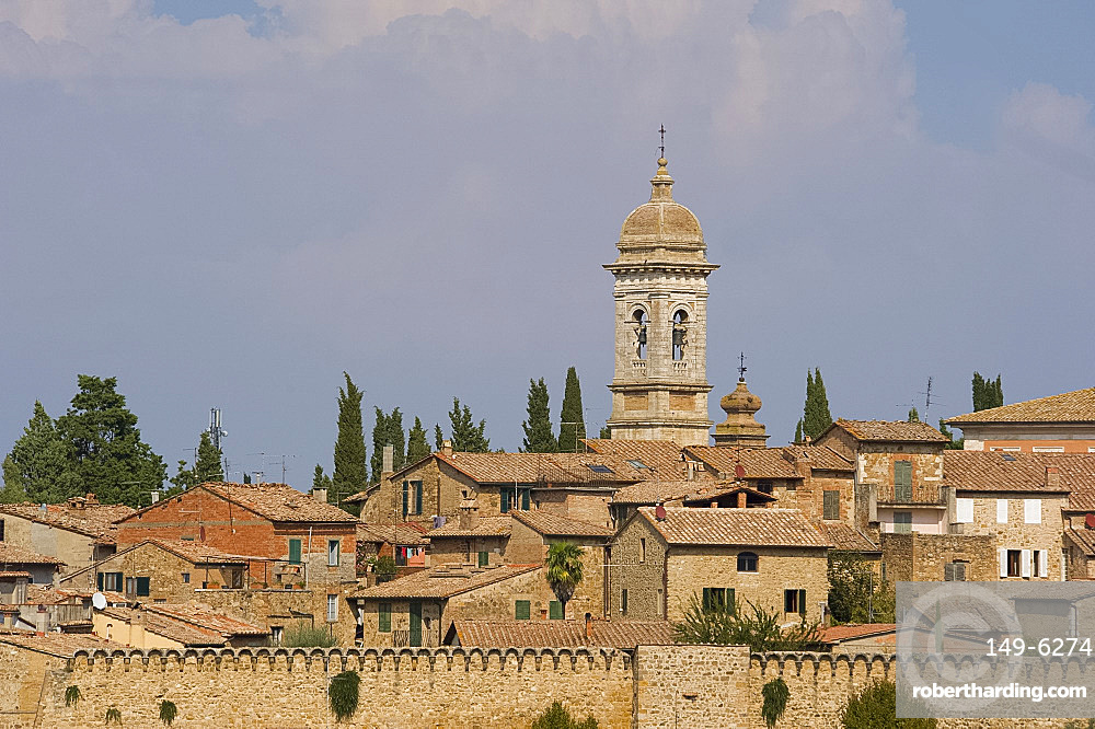 The walled town of San Quirico d'Orcia, UNESCO World Heritage Site, Tuscany, Italy, Europe