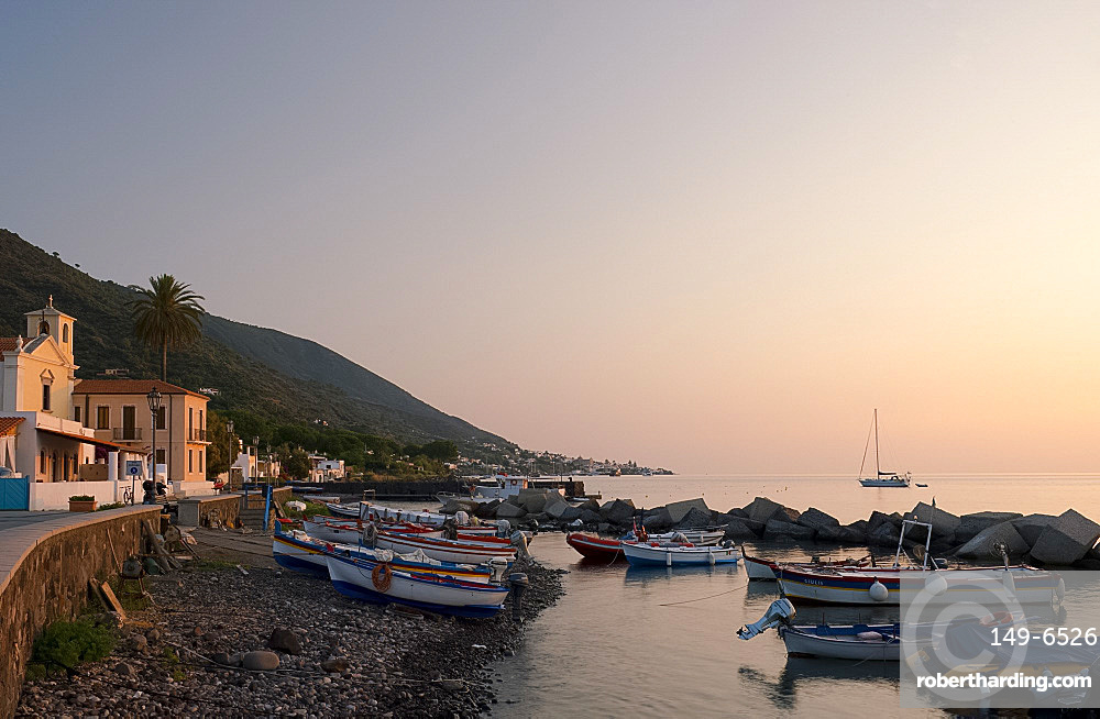 Fishing boats on the rocky beach in Lingua, Salina, The Aeolian Islands, UNESCO World Heritage Site, off Sicily, Messina Province, Italy, Mediterranean, Europe