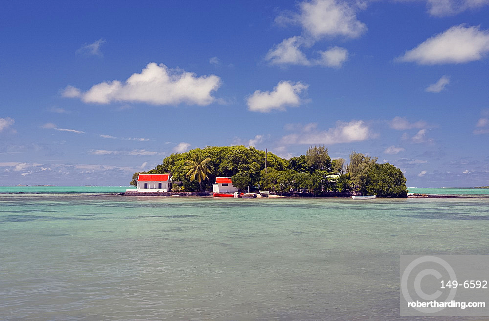 Mouchoir Island off the southeast coast of Mauritius, Indian Ocean, Africa
