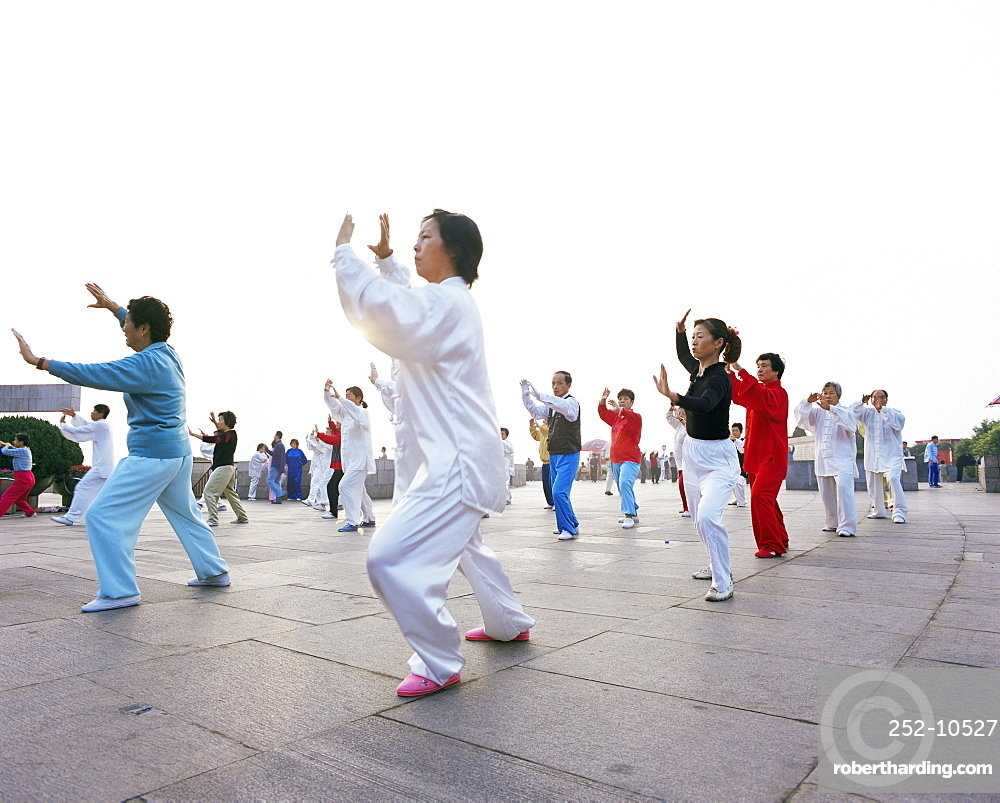 Early morning t'ai chi exercises in Huangpu Park on the Bund, Shanghai, China, Asia