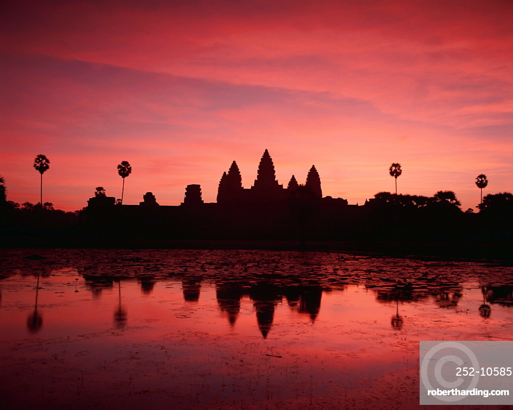 Sunrise at Angkor Wat, UNESCO World Heritage Site, temples of Angkor Wat, Angkor, Siem Reap Province, Cambodia, Indochina, Southeast Asia, Asia