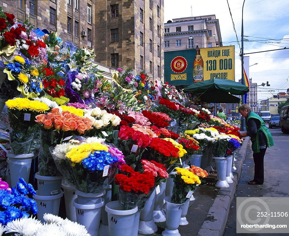 Roadside flower stall, Moscow, Russia, Europe