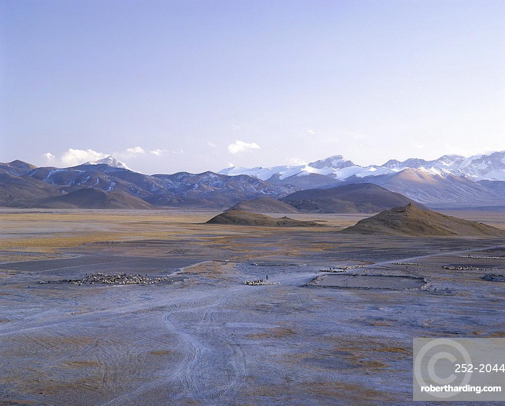 Mount Everest and Himalaya mountains, U-Tsang region, Tibet, China, Asia