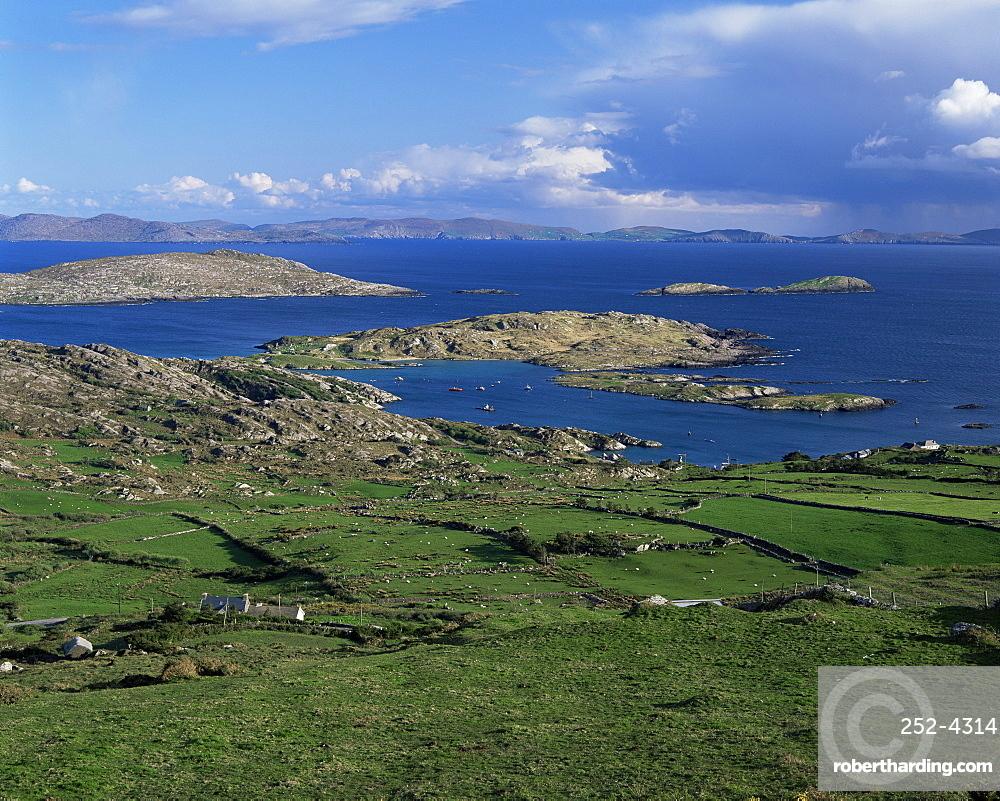 Coastline of the Iveragh Peinsula looking towards Bera Peninsula, County Kerry, Munster, Eire (Republic of Ireland), Europe