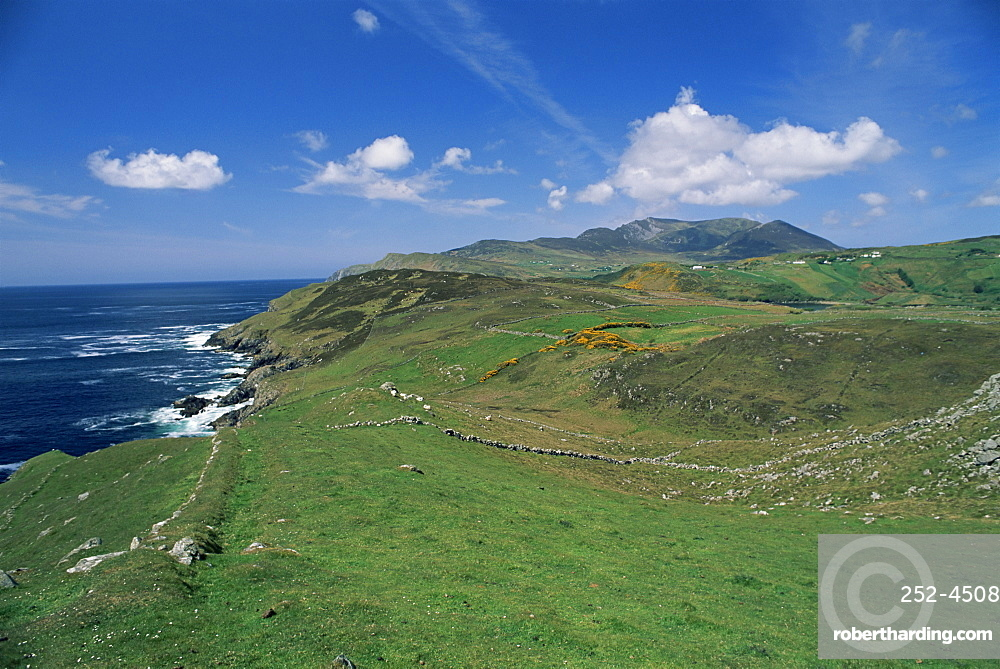 Coastline and hills near the Slieve League cliffs, County Donegal, Ulster, Eire (Republic of Ireland), Europe