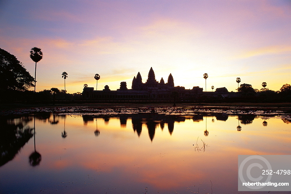 Reflections in water in the early morning of the temple of Angkor Wat at Siem Reap, Cambodia, Asia *** Local Caption ***