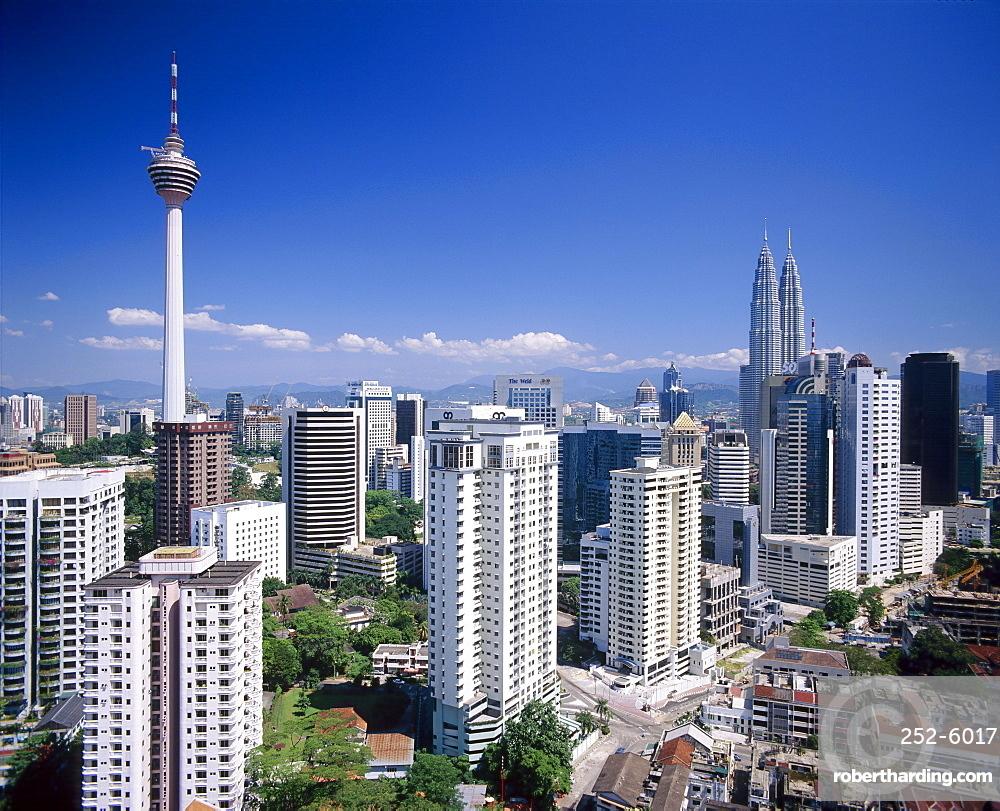 City skyline including the Petronas Towers, the world's tallest building, Kuala Lumpar, Malaysia, Asia *** Local Caption ***