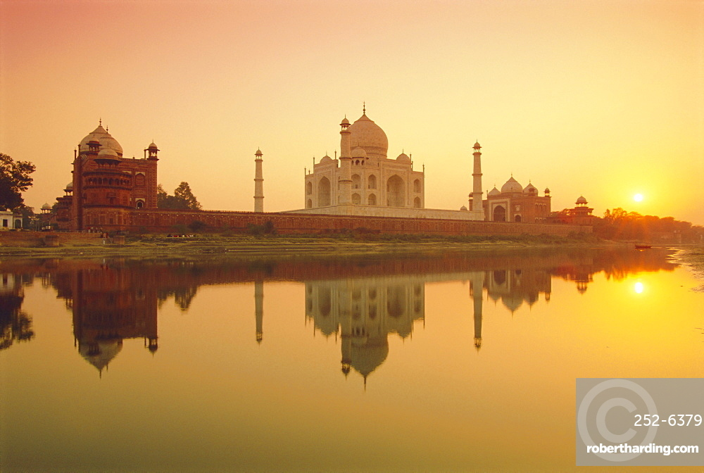 Taj Mahal at Sunset, Agra, Uttar Pradesh, India, Asia