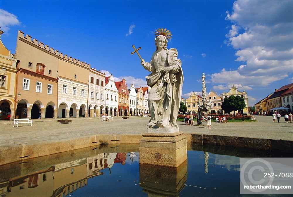 Marian Column, Telc, South Moravia, Czech Republic, Europe