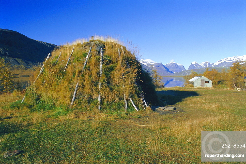 Sami kata (tent) and Mt. Kebnekaise, Laponia World Heritage Site, Lappland, Sweden, Scandinavia, Europe