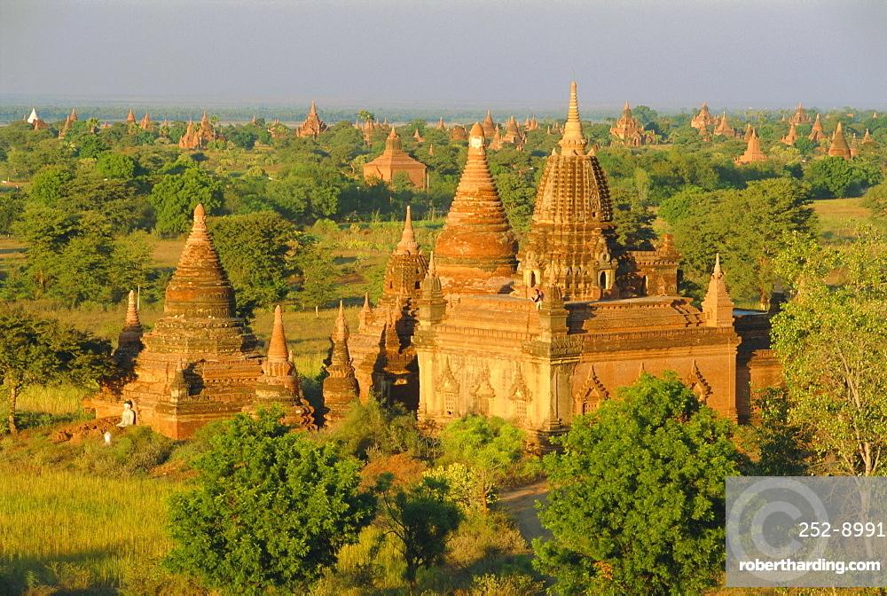 Landscape of ancient temples and pagodas, Bagan (Pagan), Myanmar (Burma)