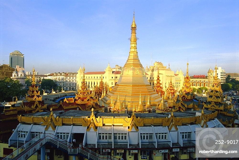 Elevated view of the Sule Paya (Sule Pagoda), Yangon (Rangoon), Myanmar (Burma)