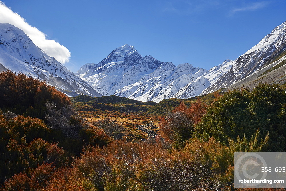 View of Mount Cook (Aoraki) from The Hooker Valley Track, Mount Cook National Park, UNESCO World Heritage Site, Southern Alps, South Island, New Zealand, Pacific