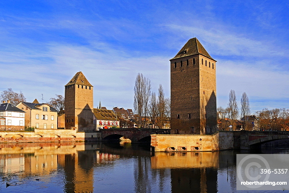 River Ill with Ponts Couverts and Strasbourg Cathedral, UNESCO World Heritage Site, Strasbourg, Alsace, France, Europe