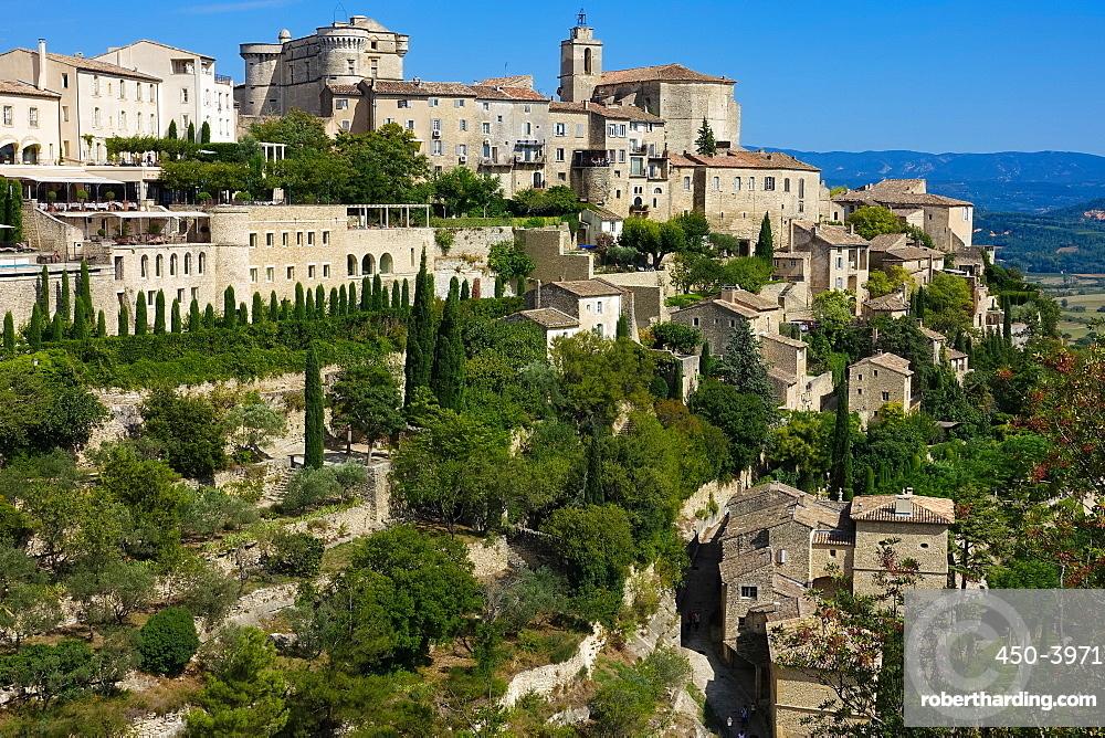 Hilltop village of Gordes, Vaucluse, Provence, France, Europe