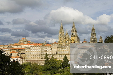 Santiago Cathedral with the Palace of Raxoi in foreground, Santiago de Compostela, Galicia, Spain, Europe