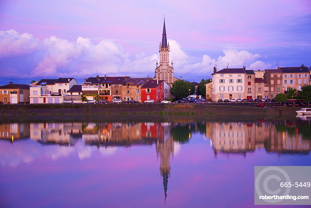 Yonne riverbanks at sunset, Auxerre, Yonne, Bourgogne (Burgundy), France, Europe