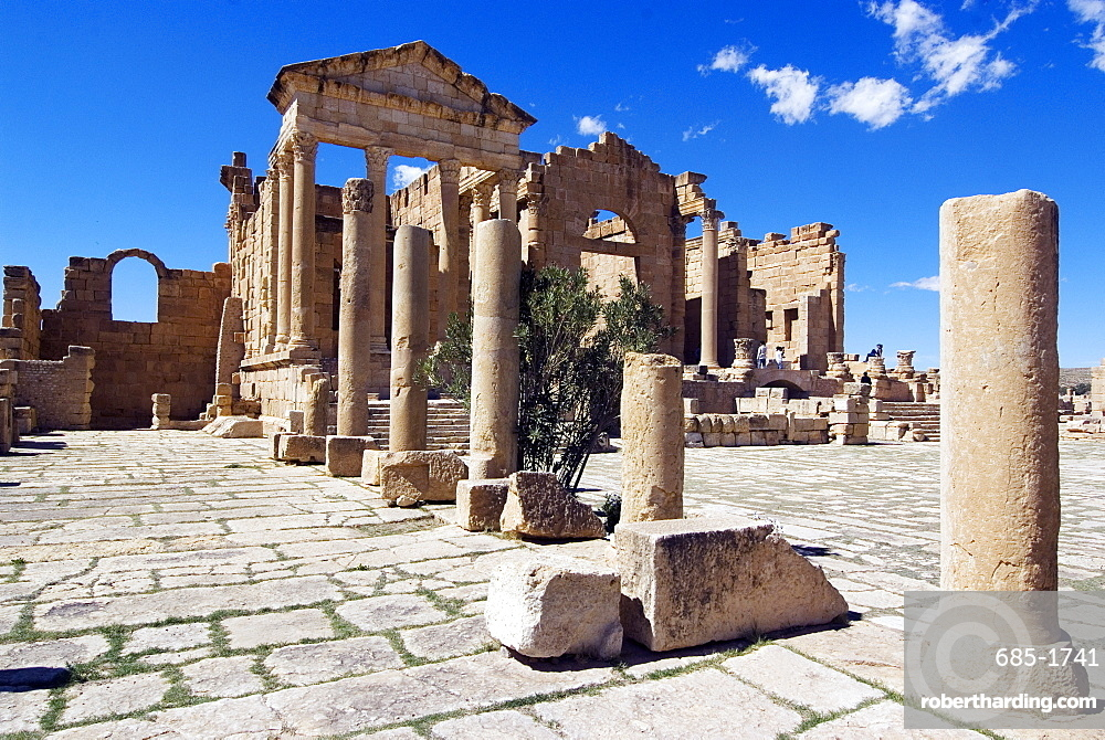 The Capitol Temples (Capitolium), Roman ruins of Sbeitla, Tunisia, North Africa, Africa