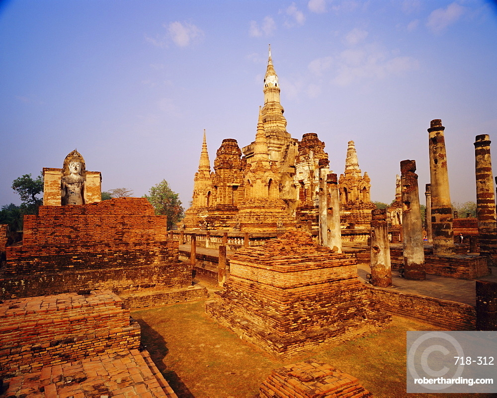 Wat Mahathat, ruins of Sukhothai period, Sukhothai Historical Park, Thailand