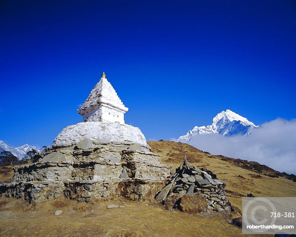 Stupa and Himalayan mountain landscape, Namche Bazaar, Everest Region, Nepal