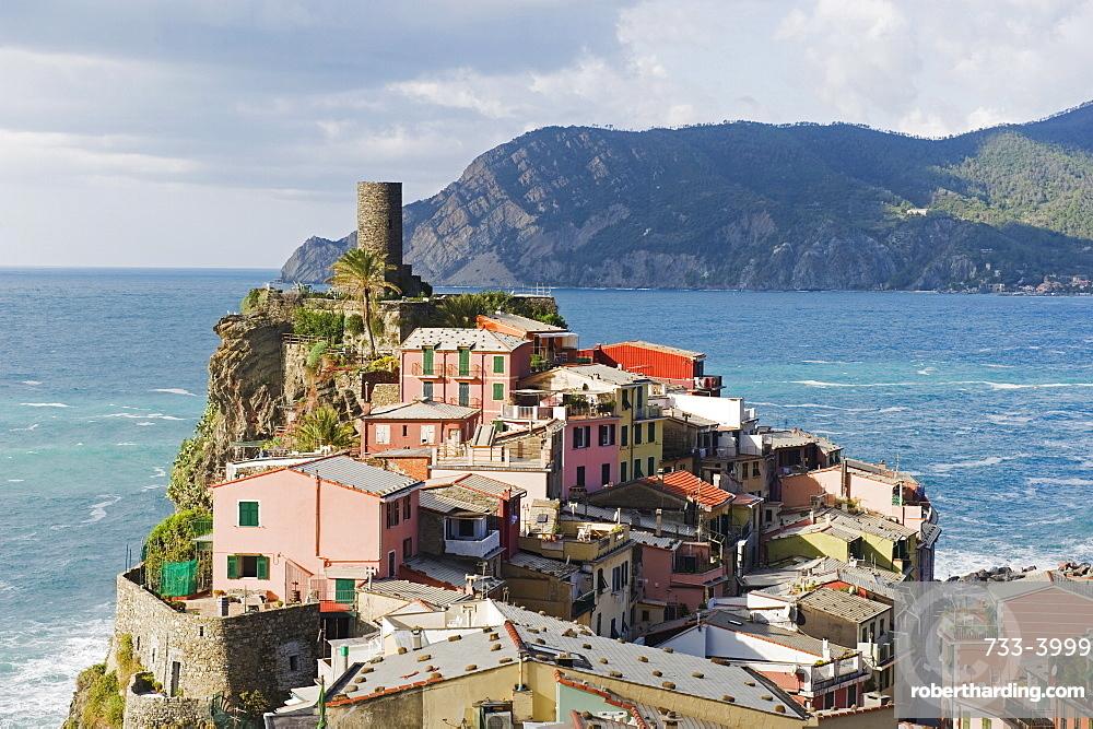 Clifftop village of Vernazza, Cinque Terre, UNESCO World Heritage Site, Liguria, Italy, Europe