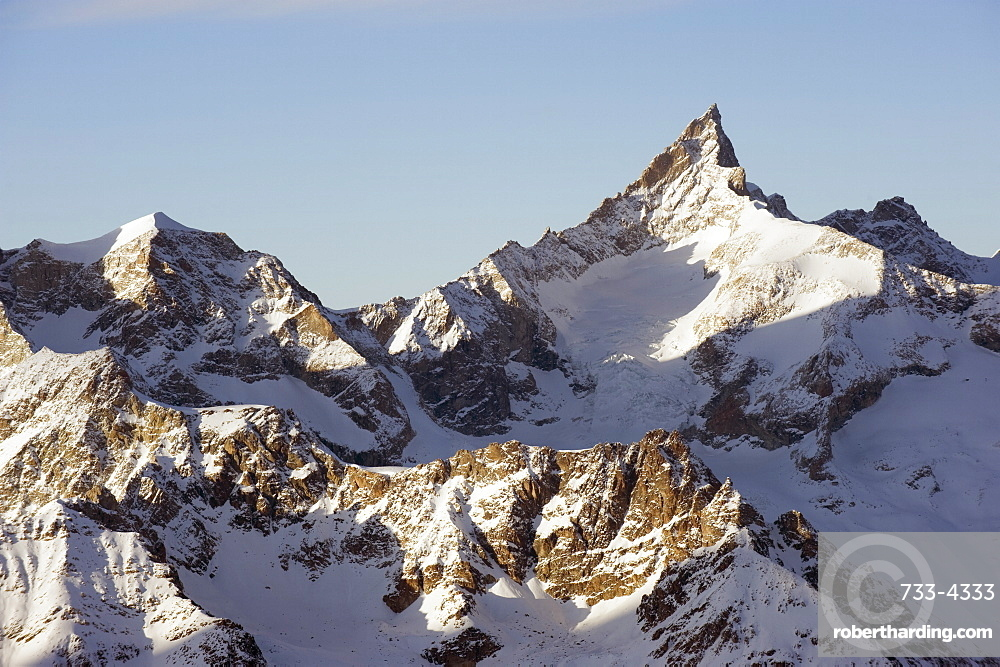 Zinalrothorn, 4221m, mountain scenery in Cervinia ski resort, Cervinia, Valle d'Aosta, Italian Alps, Italy, Europe
