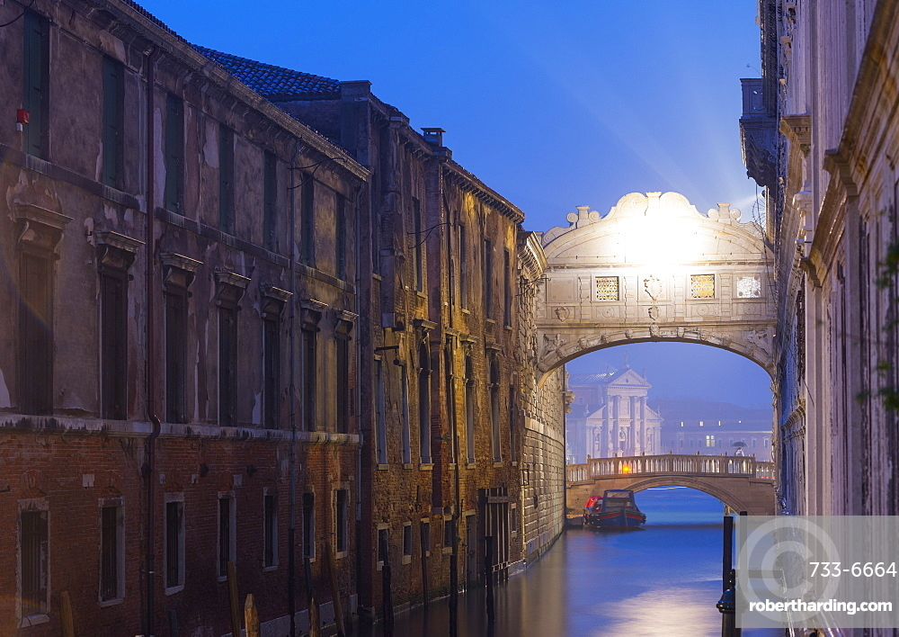 Bridge of Sighs, Doge's Palace, Venice, UNESCO World Heritage Site, Veneto, Italy, Europe