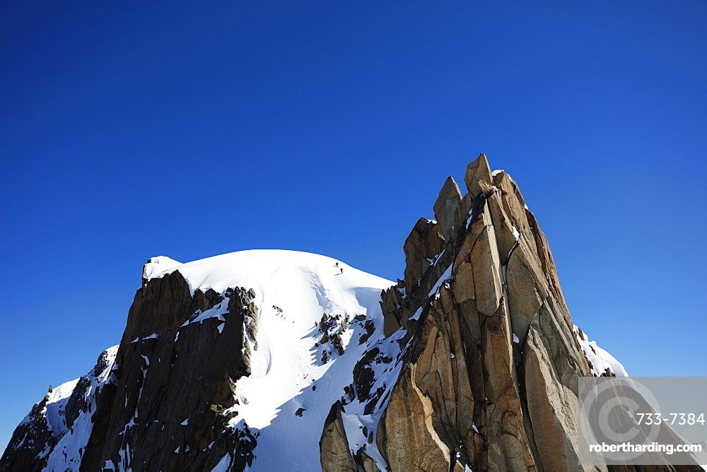 Climbers on Midi Plan traverse, Chamonix, Haute Savoie, Rhone Alpes, French Alps, France, Europe