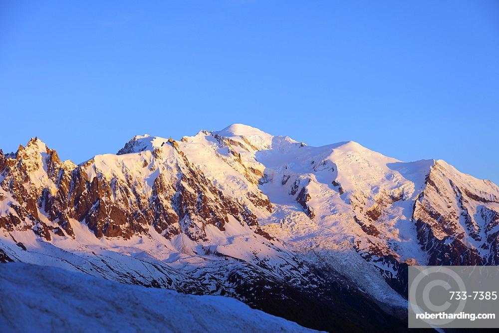 Mont Blanc, 4810m, Chamonix, Haute Savoie, Rhone Alpes, French Alps, France, Europe