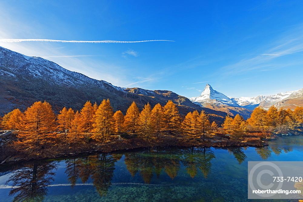 The Matterhorn, 4478m, and Grindjisee mountain lake in autumn, Zermatt, Valais, Swiss Alps, Switzerland, Europe