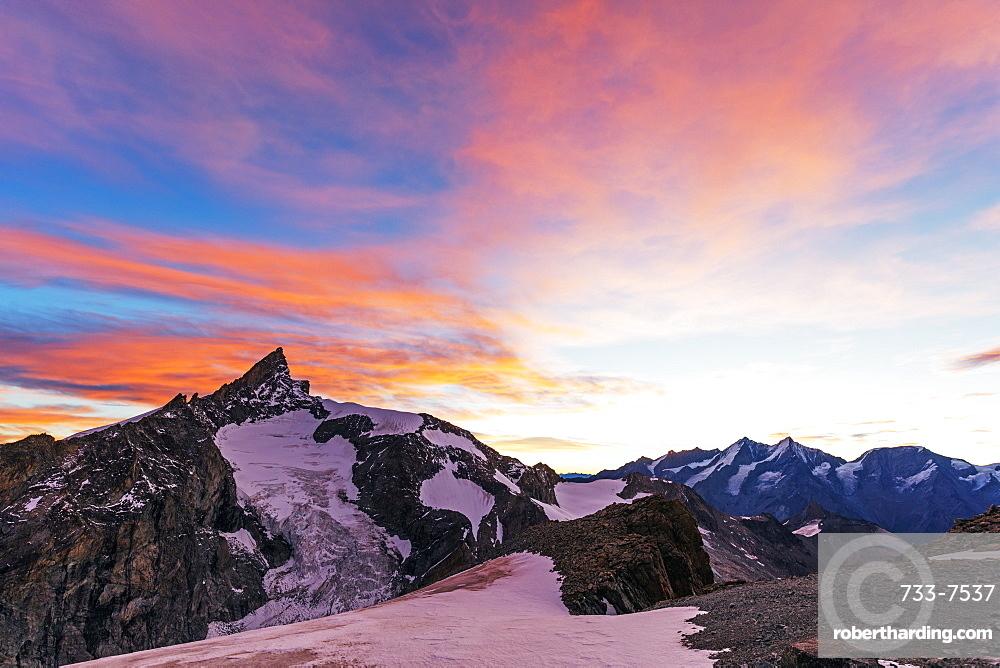Sunrise view of Zinalrothorn, 4421m, from Ober Gabelhorn, 4063m,  Zermatt, Valais, Swiss Alps, Switzerland, Europe