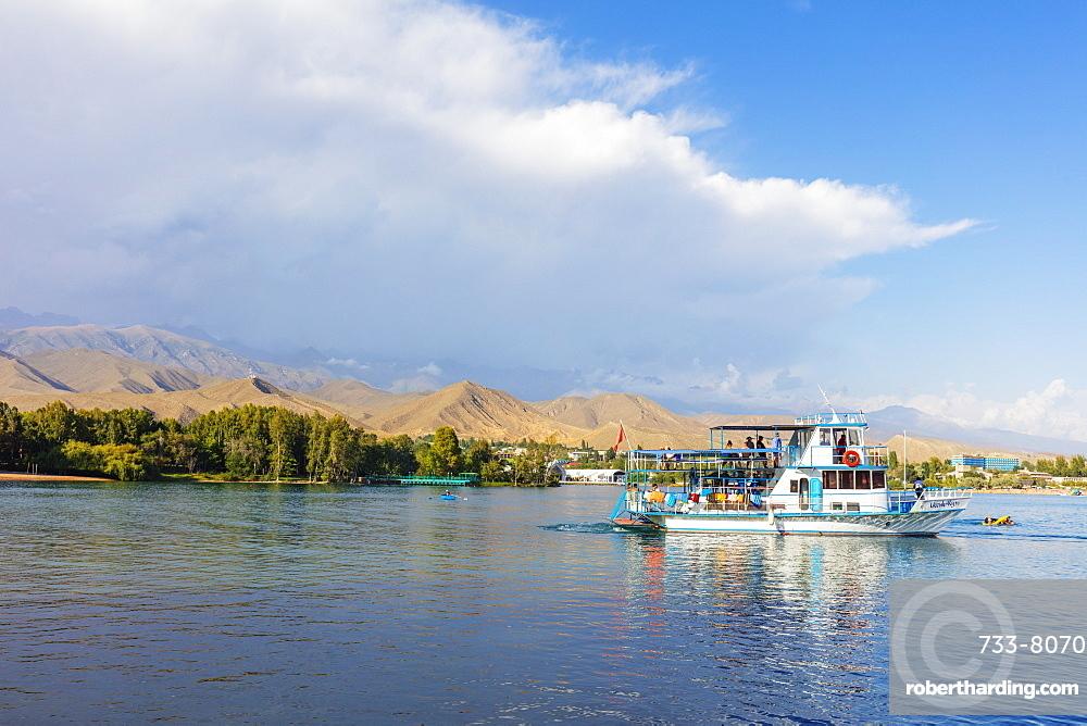 Cholpon Ata Beach, Lake Issyk Kol, Kyrgyzstan, Central Asia, Asia