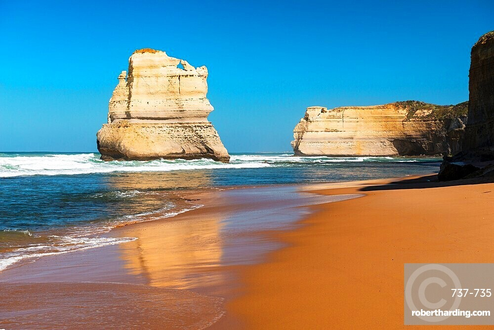 One of the Twelve Apostles and Southern Ocean, Twelve Apostles National Park, Port Campbell, Victoria.