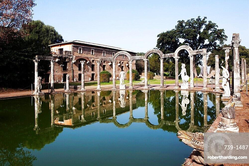 The Crocodile in the Canopus pool, Villa Adriana (Hadrian's Villa), UNESCO World Heritage Site, Tivoli, Lazio, Italy, Europe