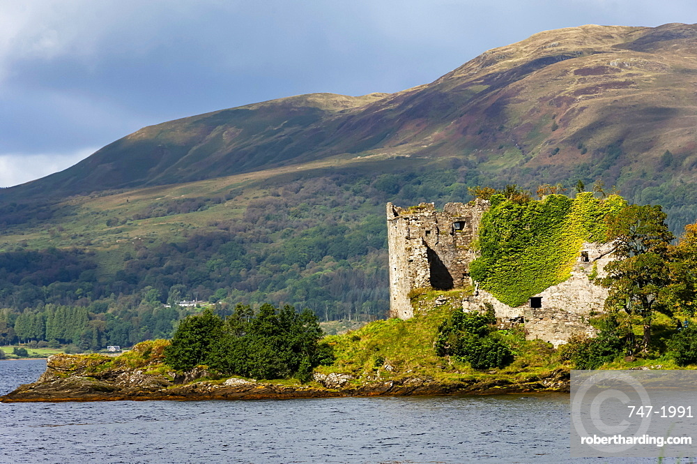 15th Cent Castle Lacklan, Clan Maclachlan, Loch Fyne, Argyl and Bute, Western Scotland, UK