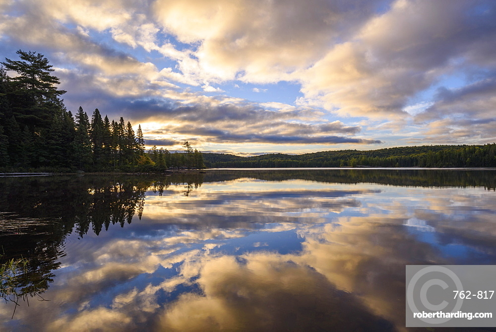 Provoking Lake at dawn on Highland Backpacking Trail, Algonquin Provincial Park, Ontario, Canada, North America