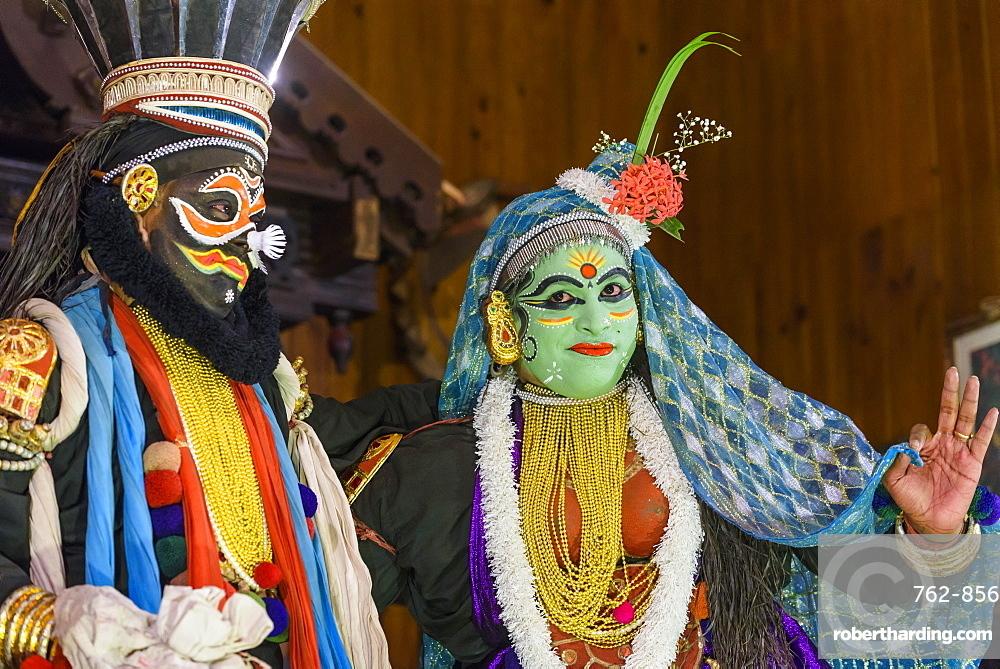 Men in traditional costume during Kerala Kathakali performance in Kochi, Kerala, India, Asia