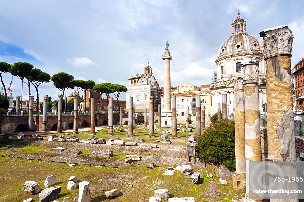 Trajan's column and forum, dome of St. Maria di Loreto (left) and SS.Nome di Maria, Rome, Unesco World Heritage Site, Latium, Italy, Europe