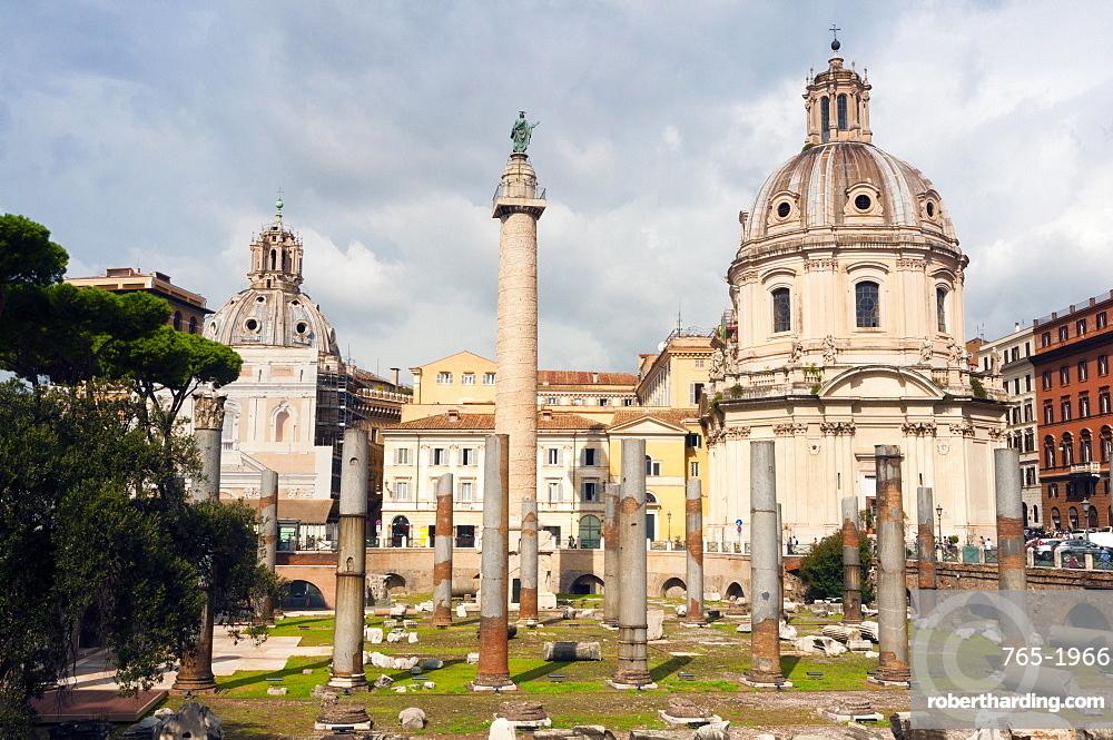 Trajan's column between dome of St. Maria di Loreto (left) and SS.Nome di Maria, Rome, Unesco World Heritage Site, Latium, Italy, Europe