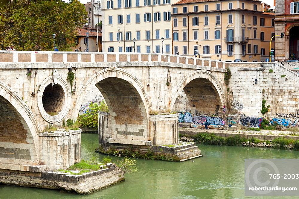 Ponte Sisto (Sisto Bridge) and River Tiber, Rome, UNESCO World Heritage Site, Lazio, Italy, Europe
